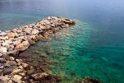 20130815171818-6190034-muelle-de-piedra-y-agua-de-mar-transparente.jpg